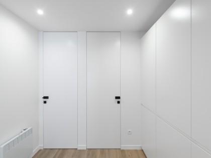 totaal renovatie, keuken, keukeneiland, badkamer, ontwerp, Xinnix deuren, the Doors Brugge, studiomas interieurarchitecten, Axor Uno, Facq badkamers, indirecte verlichting, minimal, archdaily, appartement, Middelkerke, zuiver, white, warm